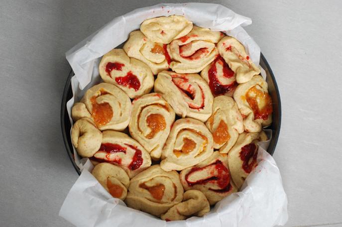 torta di rose con marmellate